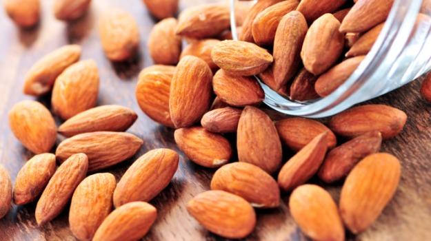 almonds for dark neck