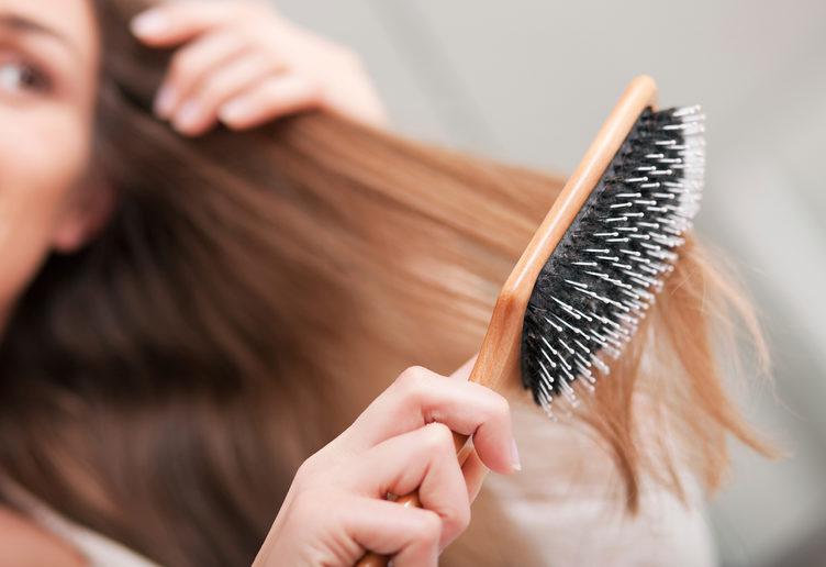 brushing-hair faiza beauty cream